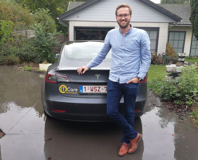 Medewerker Loy Clynckemaillie rijdt voortaan met een Tesla Model 3.