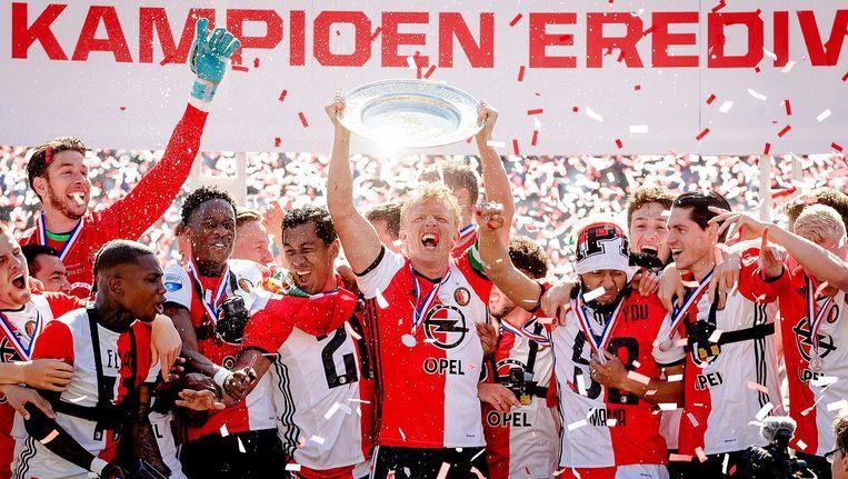 Spelers van Feyenoord met de kampioensschaal. Beeld anp