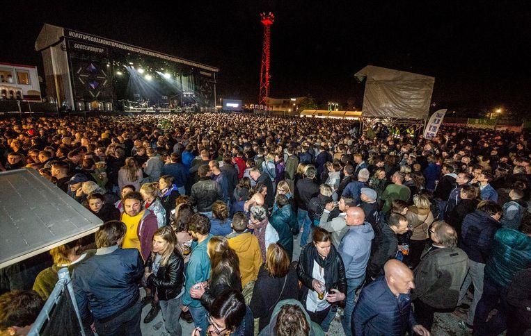 6.000 bezoekers dansten zaterdagavond op Goose Nonstop op het Nelson Mandelaplein.