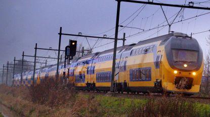 Vrouw dreigt operatie mis te lopen, conducteur laat trein tussenstop maken