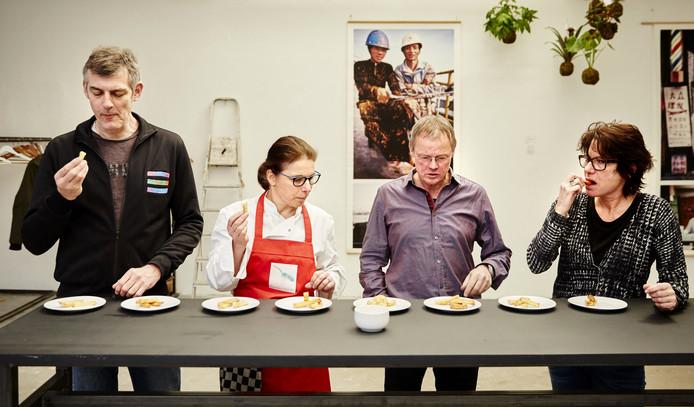 Het proefpanel, vlnr: Ian Pieters, Crista Hammel, Levien Willemse en Mariëtte Steenbreker.
