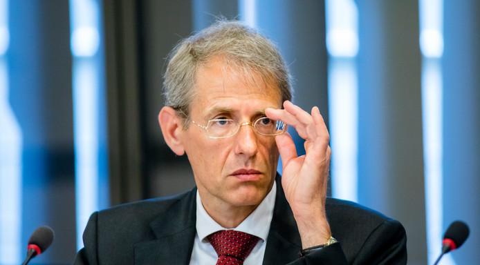 Vertrekkend directeur-generaal Jaap Uijlenbroek van de Belastingdienst wordt mogelijk gemeentesecretaris bij de gemeente Den Haag.