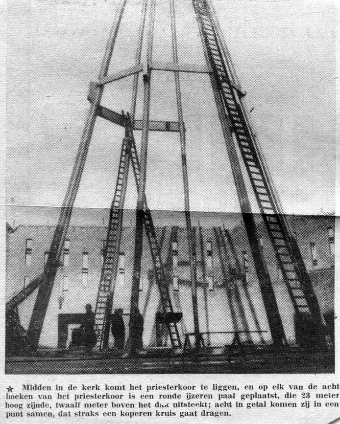 Detailfoto bouw Parochiekerk H. Pastoor van Ars in wijk Het Zand 1960.