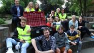 Fuifkoffer doet jeugd veilig feesten: fluohesjes, oordopjes, blusdekens en detector voor vals geld