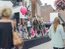 Catwalk door de binnenstad van Oldenzaal