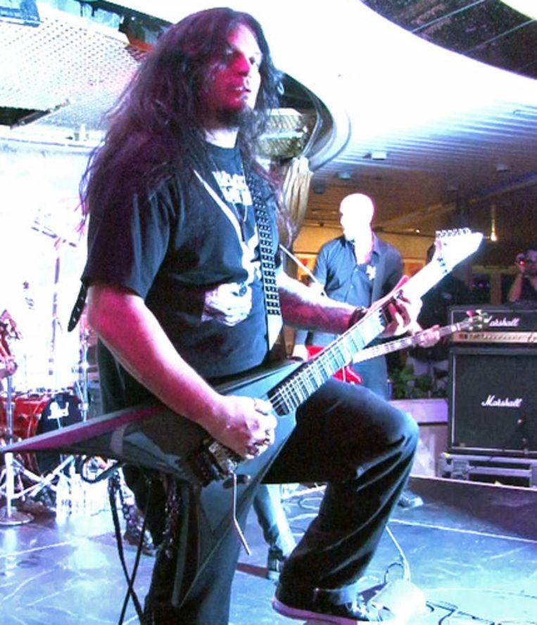 Gitarist Mikey Doling zweepte het publiek op.