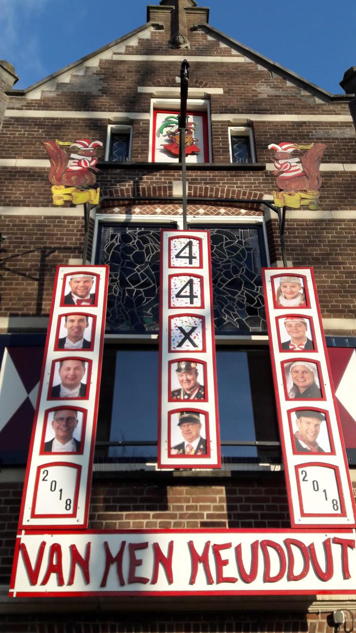 Het oude motto is inmiddels van het raadhuis van Oisterwijk verwijderd.