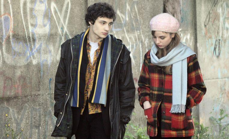 Paul (Quentin Dolmaire) en zijn grote jeugdliefde Esther (Lou Roy-Lecollinet) in Trois souvenirs de ma jeunesse. Beeld .