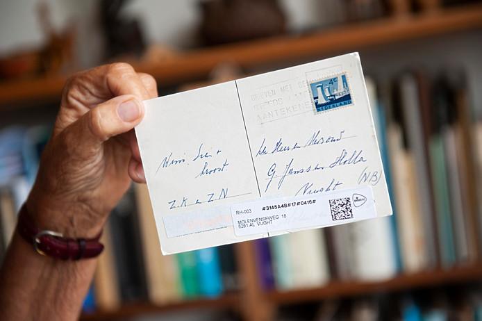 De postkaart van Diesje Janssen-Holla uit Vught is 50 jaar geleden gepost en heeft nog een postzegel van 4 cent.  Foto Olaf Smit