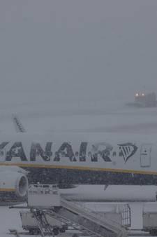 Chaos op luchthavens door sneeuwval