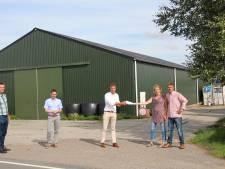 Energiecoöperatie Pijnacker-Nootdorp legt dak melkveebedrijf Gravesteyn vol zonnepanelen