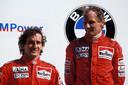 Winnaar Niki Lauda (rechts) met Alain Prost bij de GP in Zandvoort in 1985.