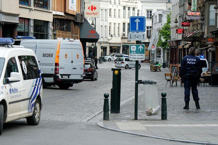 De politie sloot de omgeving tussen de Anspachlaan tot aan het Muntplein tijdelijk af.