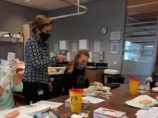 Zestig Delftse studenten van ROC Mondriaan helpen bij vaccineren