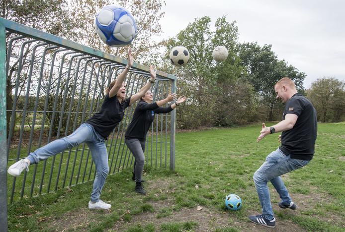 De jongerenwerkers van stichting De Welle organiseren activiteiten voor de Wierdense jeugd.