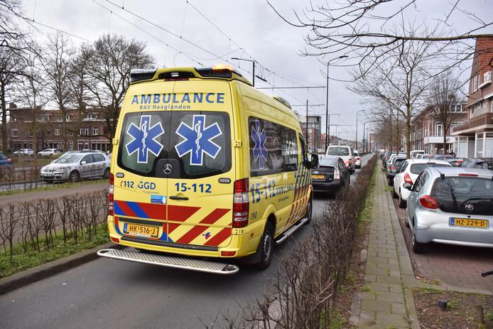 Ongeluk met politiebusje op Haagweg.