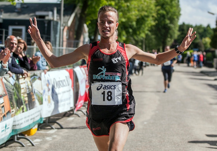 Melvin Franken wint de 10 km in Sprundel