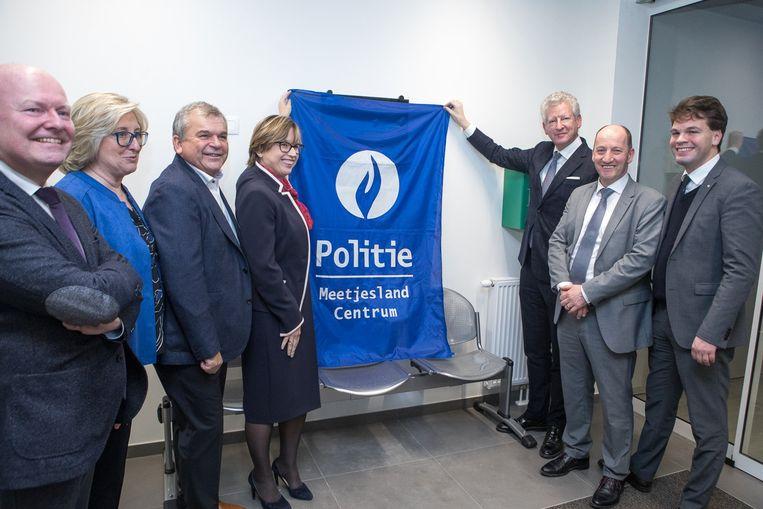 Het nieuwe Politiehuis in Eeklo werd feestelijk geopend, met de top van de politie als eregasten.