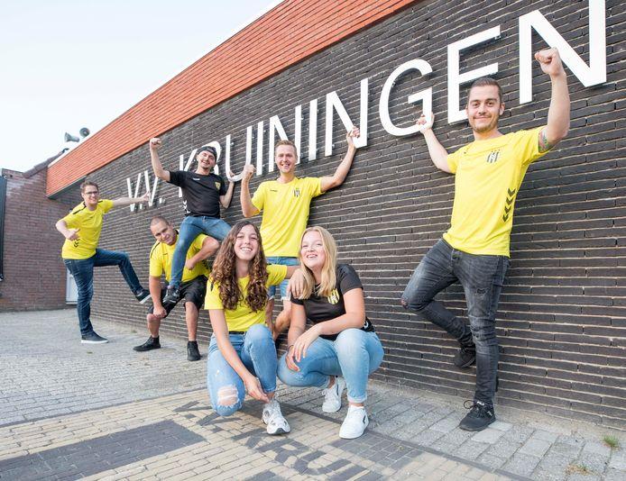 De Kruse Matties met v.l.n.r. Tom Polfliet, Jimi Houtekamer, Nicky Bauer, Gert-Jan van de Pol, Mitchell Bauer en vooraan de dames Fay Dek en Maud Poleij.