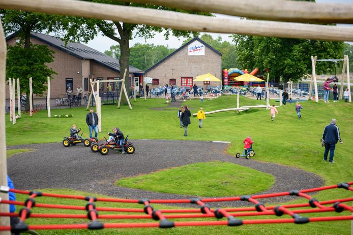 De nieuwe buitenspeeltuin van De Malpie Hoeve in Valkenswaard is gisteren geopend.