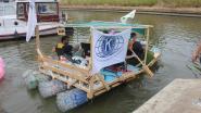 Kwetsbare jongeren varen IJzer af op boot van plastic flessen