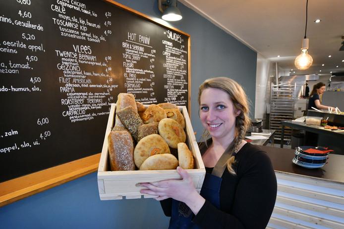 Yvon Zwerink in de broodjeszaak de Broodbode, een van nieuwkomers