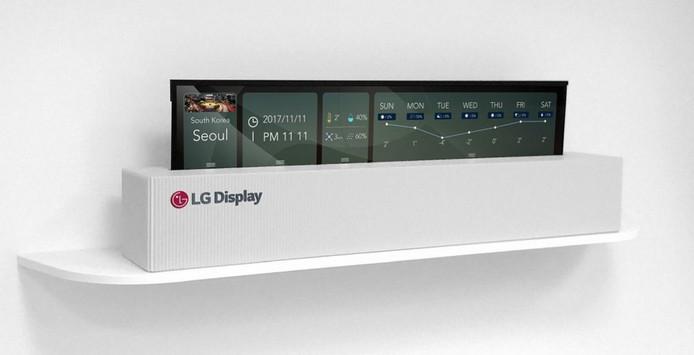 LG's nieuwe tv in bijna opgerolde staat.