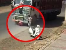 Un enfant sain et sauf après avoir été écrasé par un camion