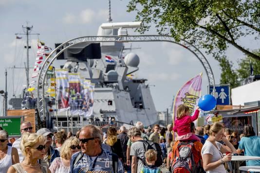 Drukte op de kades in Rotterdam tijdens de Wereldhavendagen.