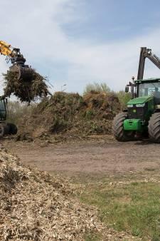 Loonwerkers druk met niet aangestoken paasvuren: 'We zijn het hout liever vandaag dan morgen kwijt'