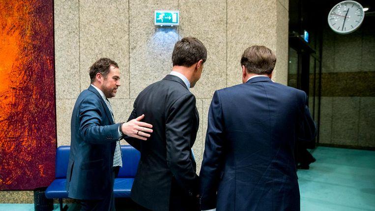 Klaas Dijkhoff (VVD), Rutte en Alexander Pechtold (D66) na het debat. Beeld ANP