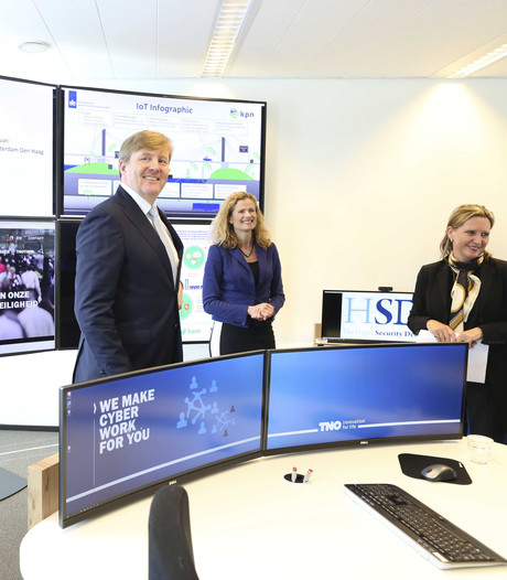 Willem-Alexander neemt kijkje bij The Hague Security Delta