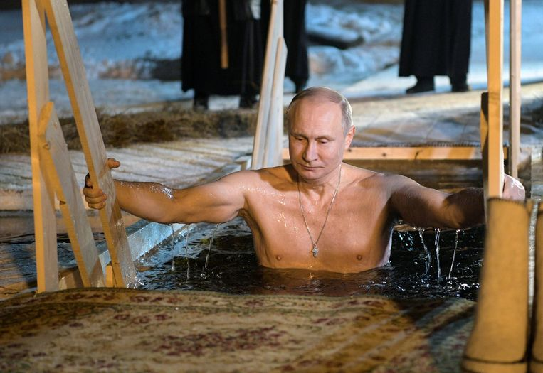 Begin 2018: in ijskoud water voor orthodoxe driekoningenviering.