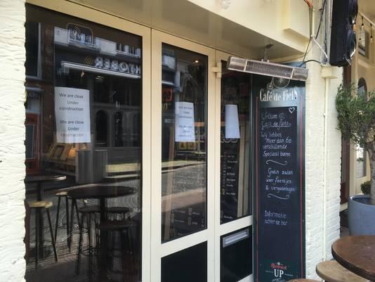 Café de Fiets en tapasbar Tio Pepe zijn gesloten 'wegens verbouwing', zo luidt de mededeling op de ramen.
