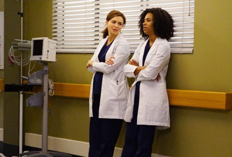 Caterina Scorsone, Amelia Shepherd in 'Grey's Anatomy', en Kelly McCreary, die de rol van Maggie Pierce speelt.