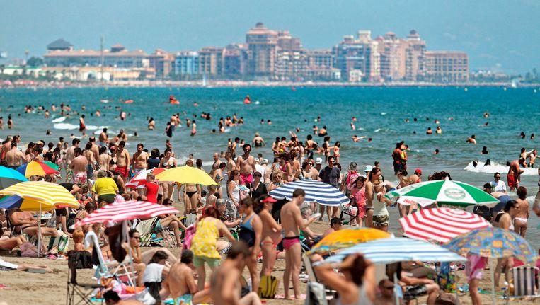 Mensen op het strand Beeld EPA