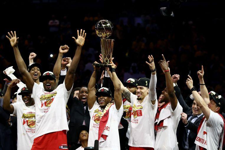 Spelers van Toronto Raptors vieren het winnen van de NBA-titel. Beeld AFP