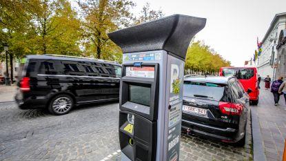 """Vanaf januari betaal je 14 euro voor 4 uurtjes parkeren in Brugge: """"Zo veel mogelijk wagens uit straatbeeld weren"""""""