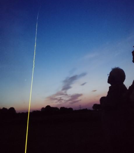 Vliegerfestival Gemert: Vliegeren met verlichte hightech lijn