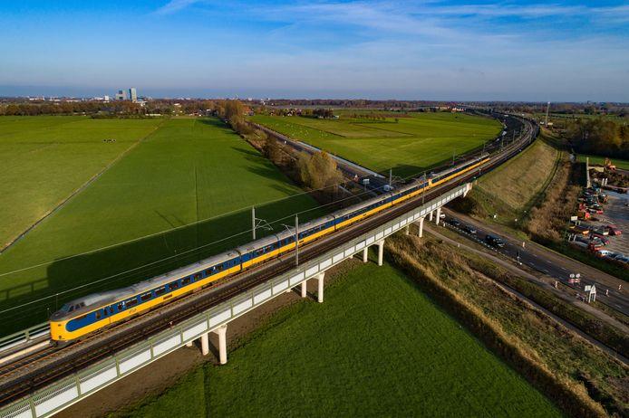 De Hanzelijn bij Zwolle waar vanaf 2023 supersnelle treinen gaan rijden richting de Randstad en Breda.