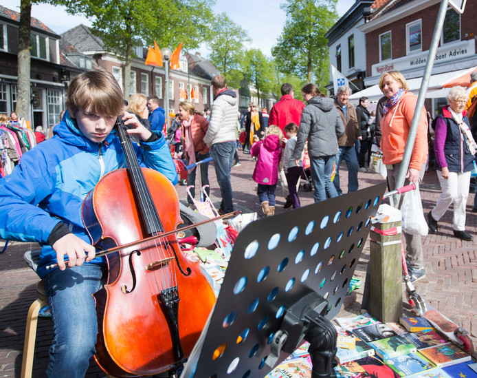 De vrijmarkt in Vught trekt jaarlijks duizenden bezoekers.