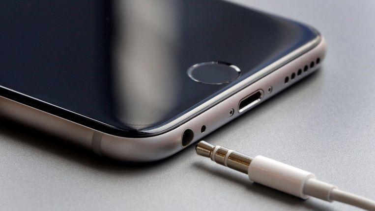 Apple heeft volgens Chubb nooit een officiële verklaring afgegeven dat gerammel bij de camera schadelijk is voor het toestel. Beeld ap