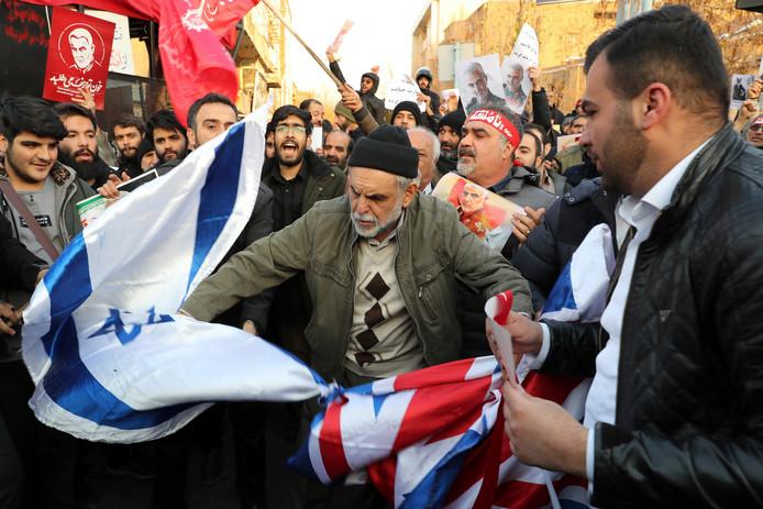 Het is onrustig in Iran. Vandaag zijn er weer demonstraties, onder andere bij de Britse ambassade in Teheran.