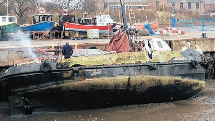 Het loodsbootje Warnow in maart in de haven van het Engelse Whitby