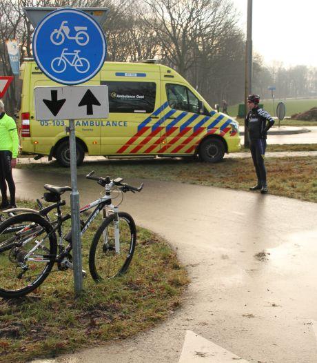 Botbreuken bij valpartijen mountainbikers door gladheid; hard onderuit op Rijssenseweg en Beukenlaan in Holten