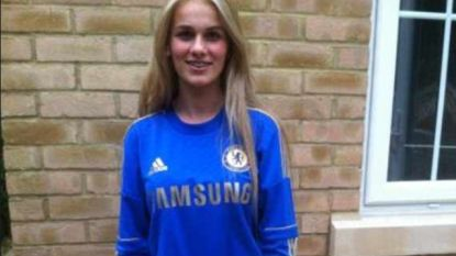 """De geforceerde glimlach die een gruwelijk verhaal verbergt: leven van ex-speelster Chelsea veranderde in hel door """"kwelduivel"""""""