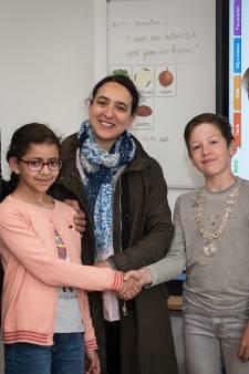 Salma Bensiali nieuwe kinderburgemeester Overbetuwe