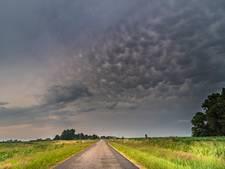 Wolkbreuken, onweer en hagel voor de boeg