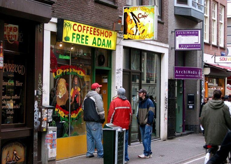 VVD Amsterdam wil drugsdealers de toegang tot de hoofdstad ontzeggen. Beeld ANP