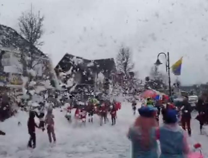 Een schuimstorm trekt door Lieshout.